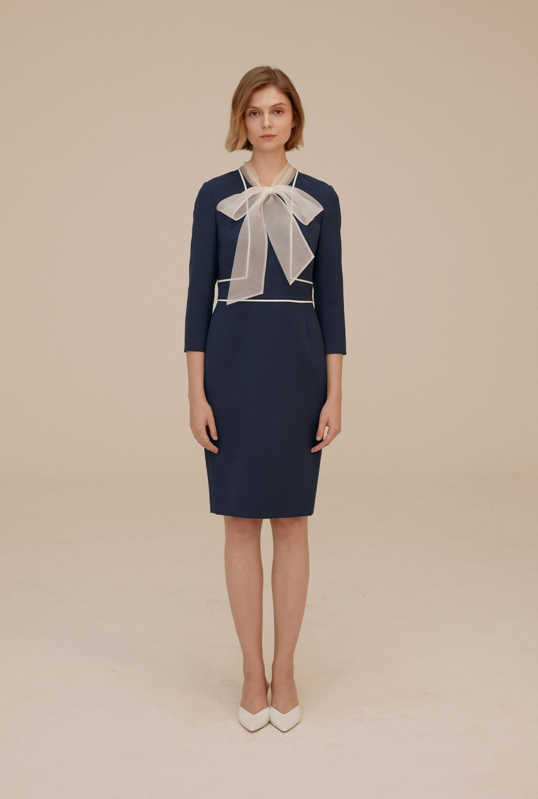 烏干紗蝴蝶結領洋裝